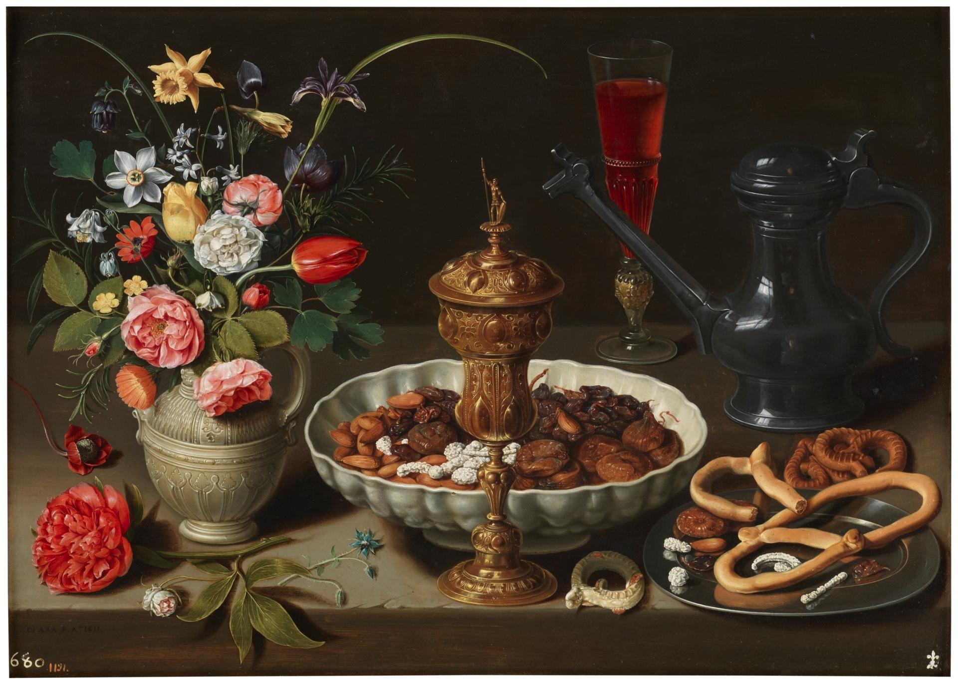 Bodegón con flores, copa de plata dorada, almendras, frutos secos, dulces, panecillos, vino y jarra de peltre_Clara Peeters